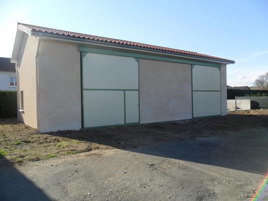 Local de rangement et garage construits entre novembre 2010 et janvier 2011.