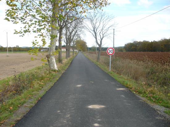 Chemin des Mazoyers goudronné à l'automne 2008.